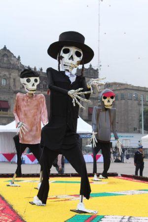 Inauguran ofrenda monumental en el Zócalo