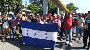 Tercera caravana avanza hacia Tapachula en Chiapas