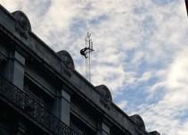 ¡Amenaza con aventarse desde una antena en la CDMX!
