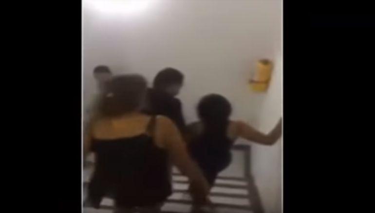 Se fue de fiesta sin permiso y sus papás la sacaron a cinturonazos