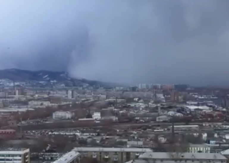 "Gigantesco ""tsunami de nieve"" desaparece un pueblo entero"
