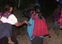 """La """"otra caravana"""": los desplazados de Chavajebal"""