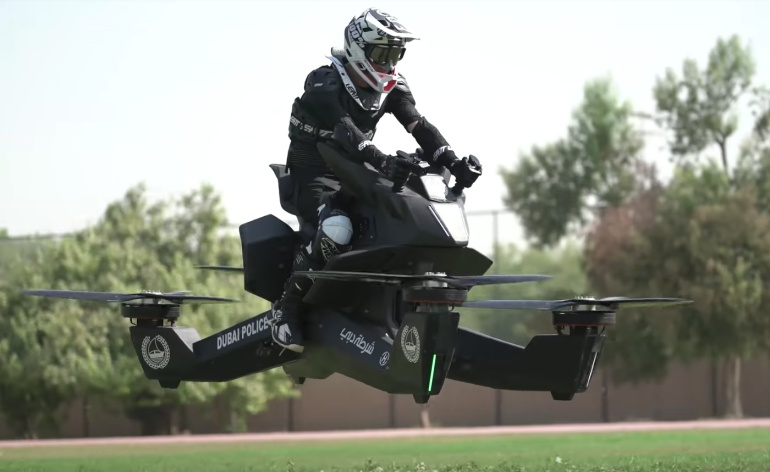 Policía de Dubai entrena en motos voladoras