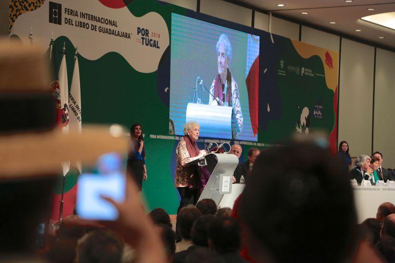 Ida Vitale recibe el máximo galardón de la FIL