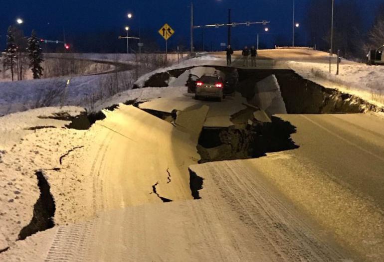 Poderosos sismo sacude Alaska; hay alerta de tsunami