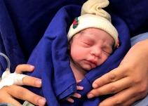 Por primera vez una mujer estéril se convierte en mamá gracias a útero de donante sin vida