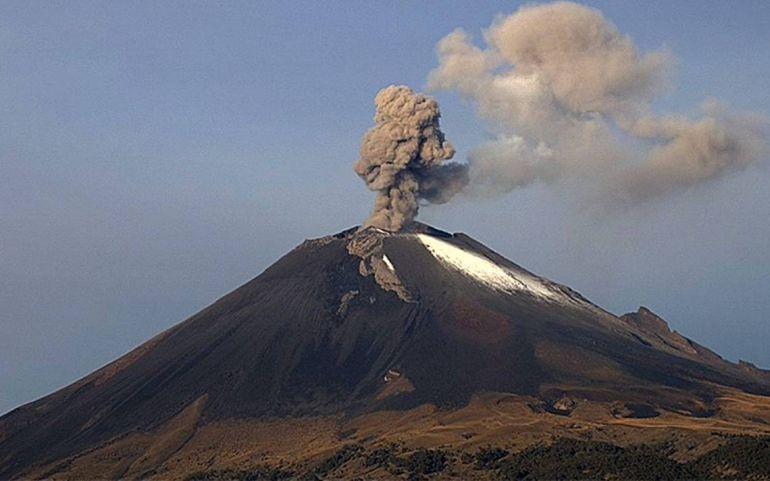 [Video] Reportan explosión con ceniza del Popocatépetl