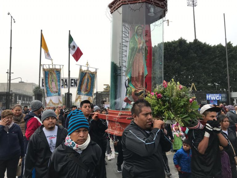 Familias apoyan el caminar de los peregrinos a la Basílica