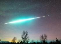 Policía capta caída de un meteoro desde su patrulla durante las Gemínidas