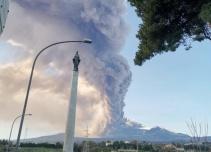 [VIDEO] Otro volcán en erupción: ahora Etna en Italia despierta