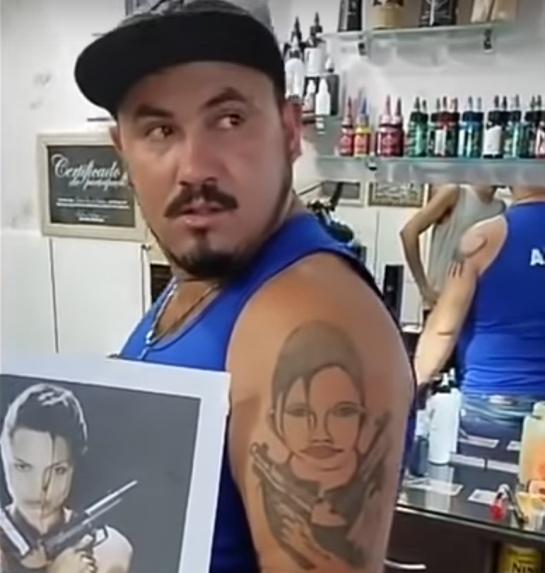 lara croft tatuaje
