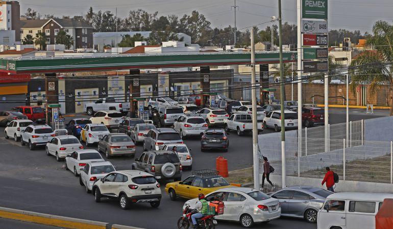 Gobernadores advierten brotes de violencia por escasez de combustibles