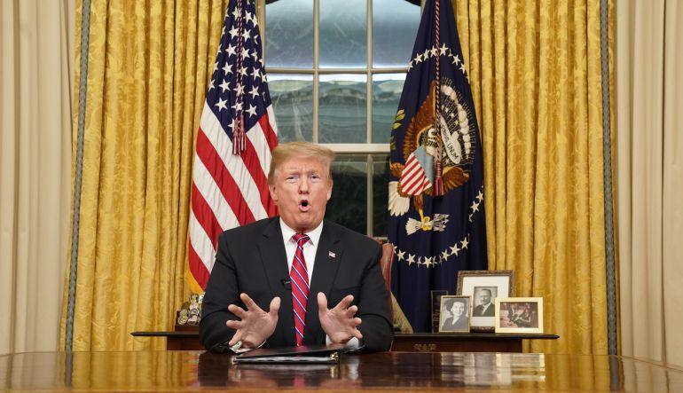 Trump advierte de crisis fronteriza para presionar por el muro