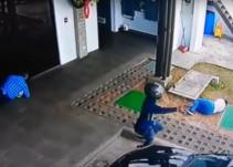 Guardia salva a víctima de robo y abate a tres asaltantes