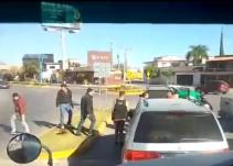 Estalla campal por conseguir gasolina afuera de una estación de Pemex