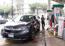 Disminuyen filas en gasolineras por calendario de engomado: Sheinbaum