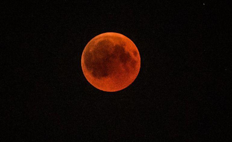 """Hablemos de la """"luna de sangre""""; el fenómeno que se está acercando"""