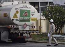 Habrá vigilancia permanente en ductos: AMLO