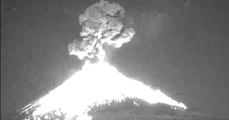 Ni el frío puede con el Popocatépetl; registró fuerte explosión