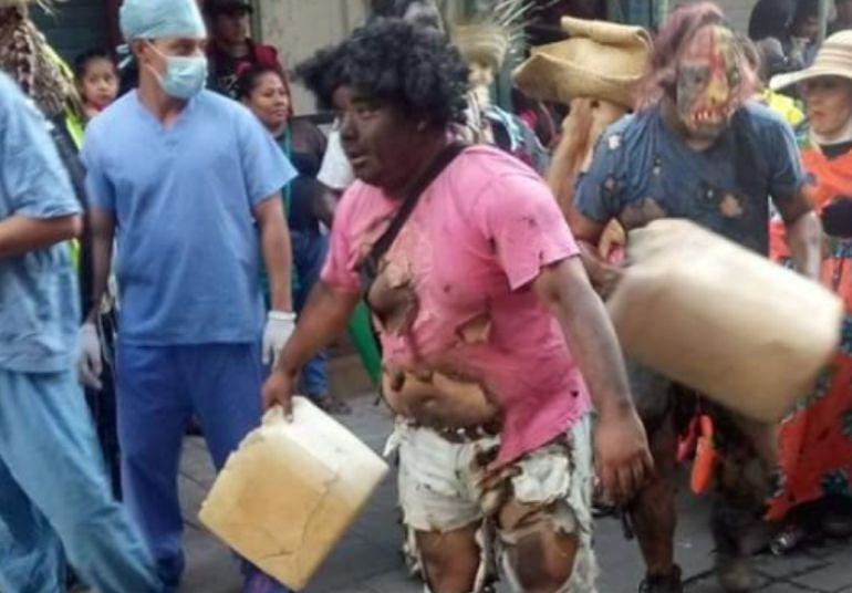 Causa polémica disfraz de huachicoleros en carnaval de Putla, Oaxaca