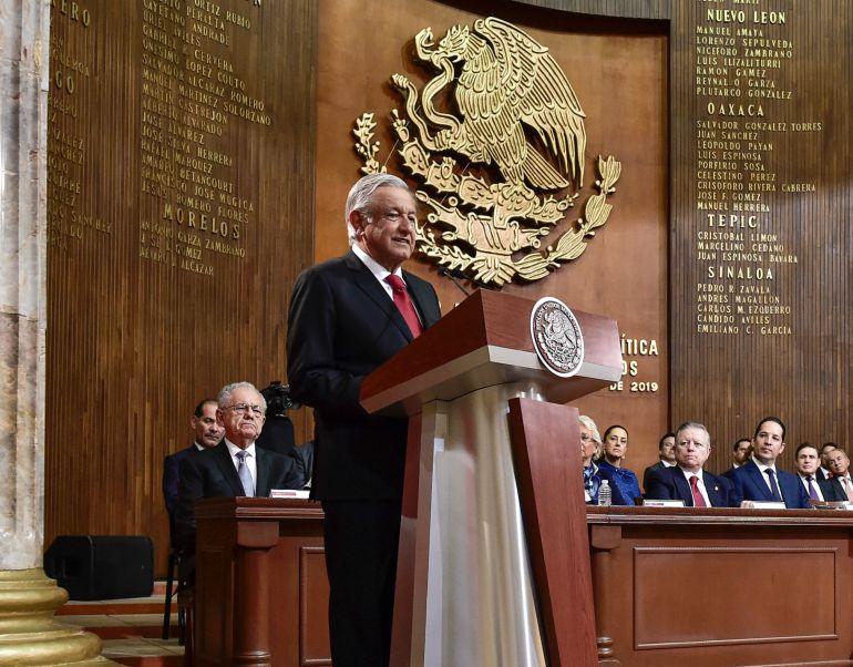 Pide AMLO no descartar cuarta Constitución Mexicana