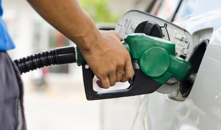 Toma mi dinero: alumno de la UNAM crea dispositivo para ahorrar gasolina