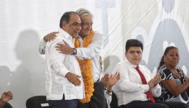 Habrá protección a quien ayude con el caso Ayotzinapa: AMLO