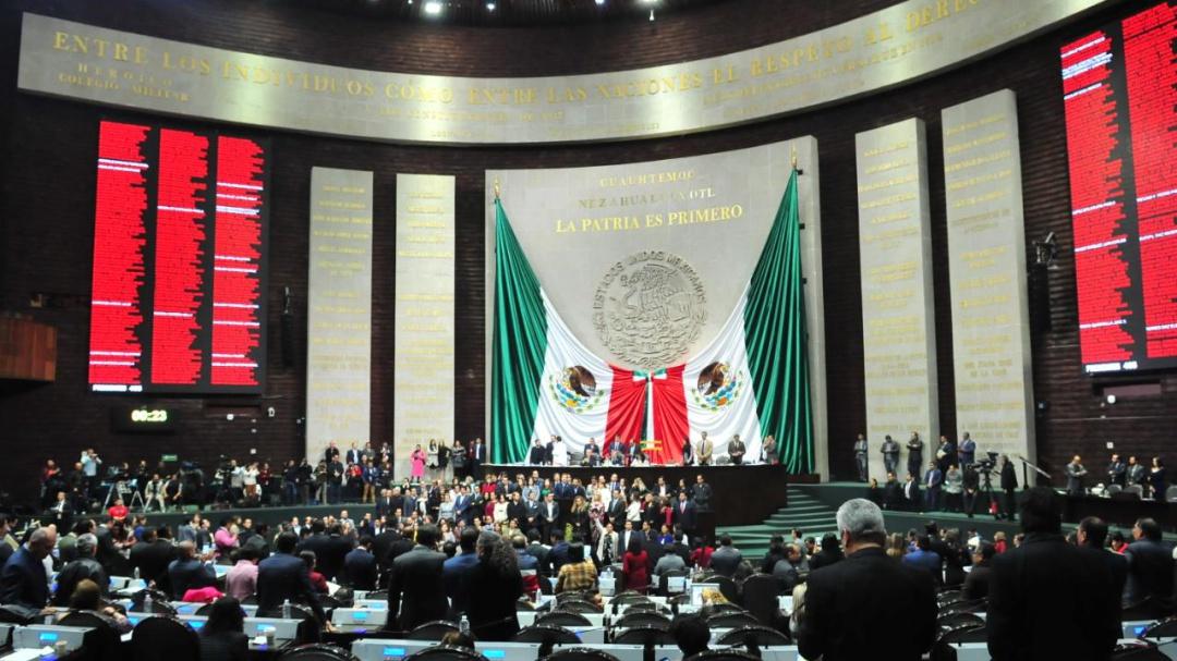Chocan diputados por Reforma Educativa de AMLO