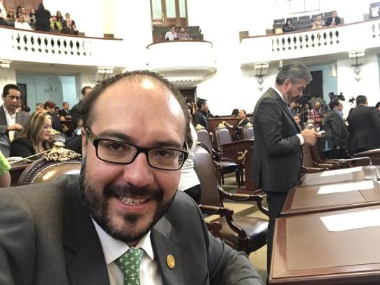 ¿Siguen las mañas de Mauricio Toledo? Balconean extorsión en Coyoacán