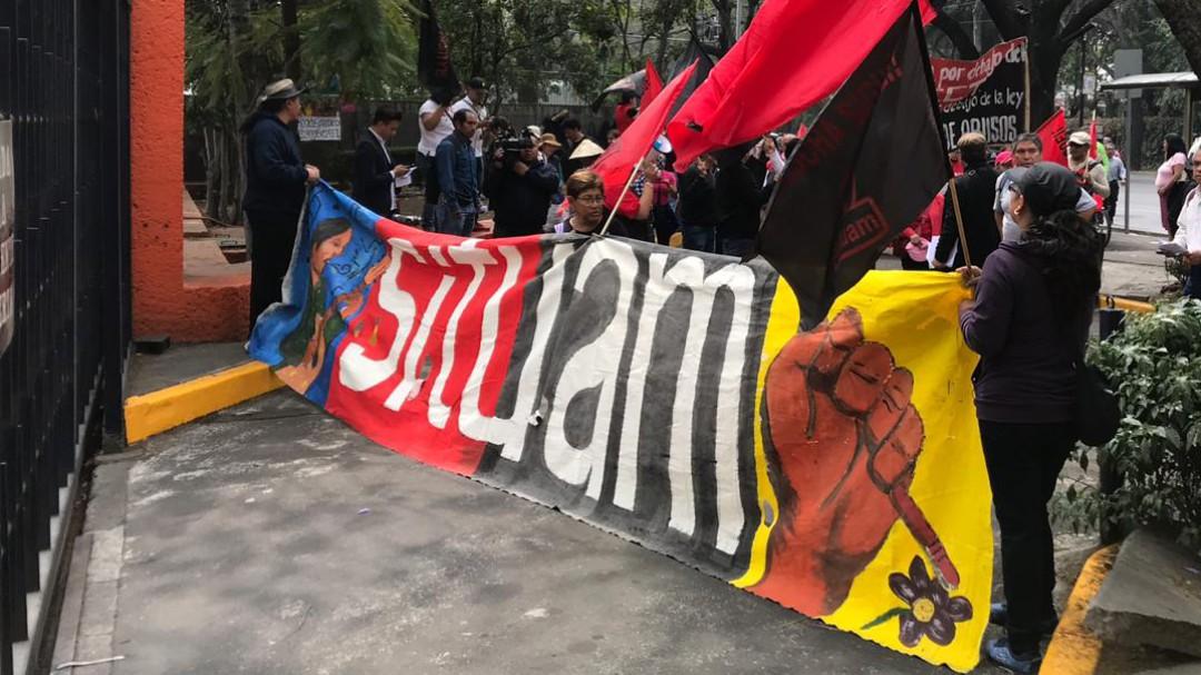 Protestan trabajadores de la UAM en Televisa Radio