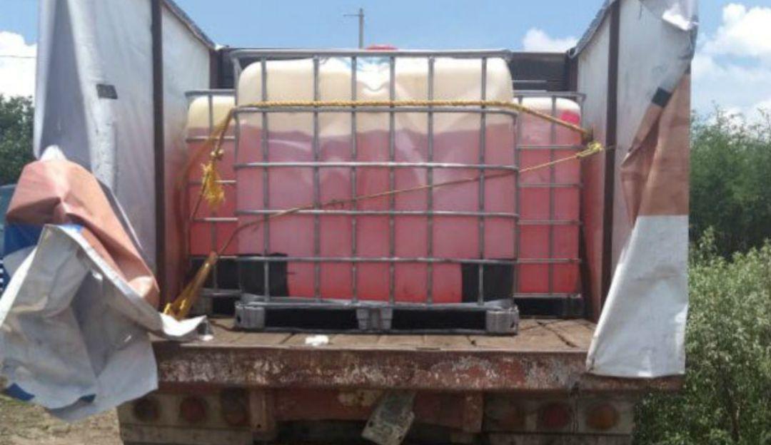 Policías estatales aseguran carga de gasolina robada en Atotonilco