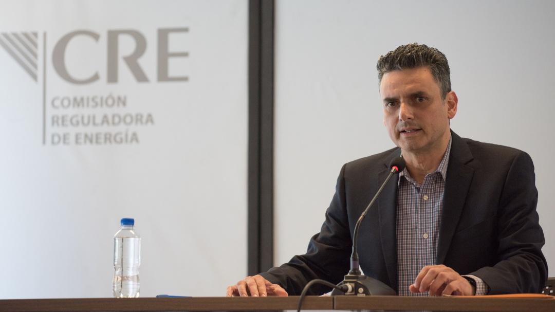 Titular de la CRE pide audiencia a AMLO