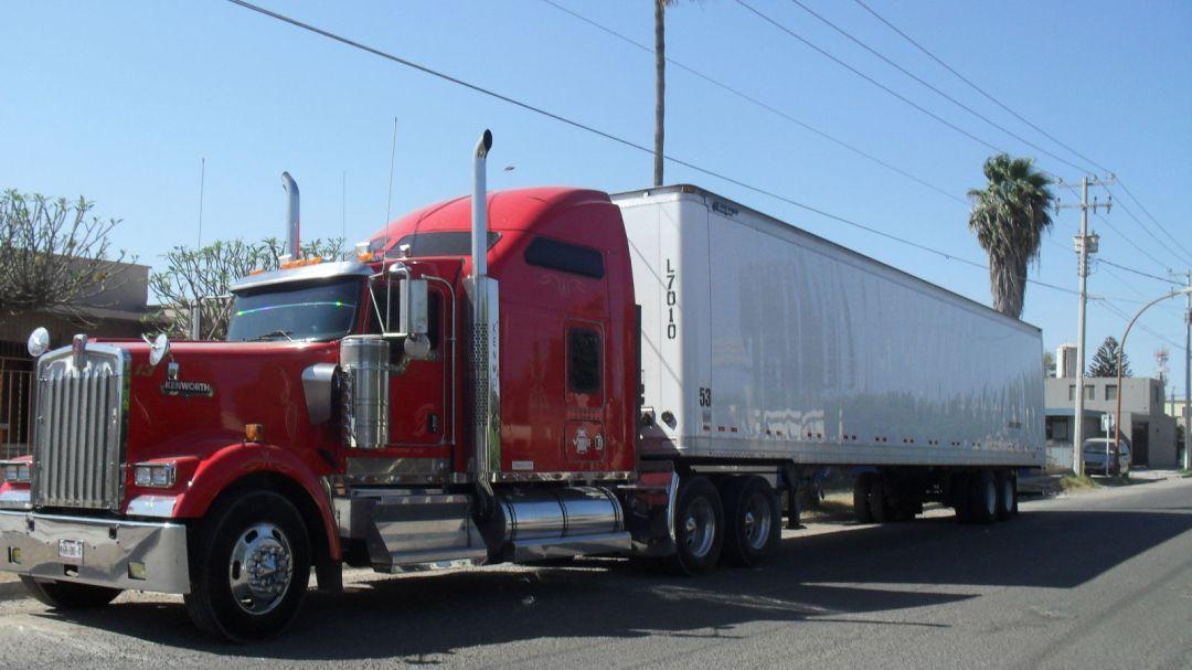 Camioneros de carga buscan sistemas tecnológicos para sus unidades