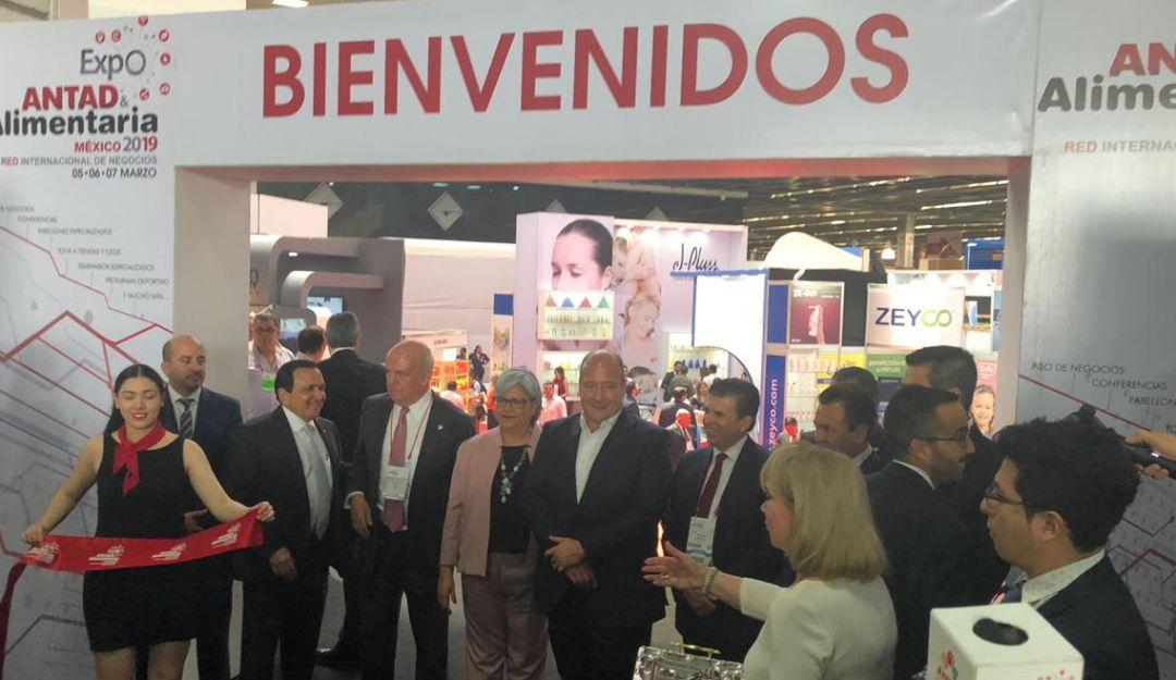 Enrique Alfaro firma un convenio con la ANTAD Alimentaria