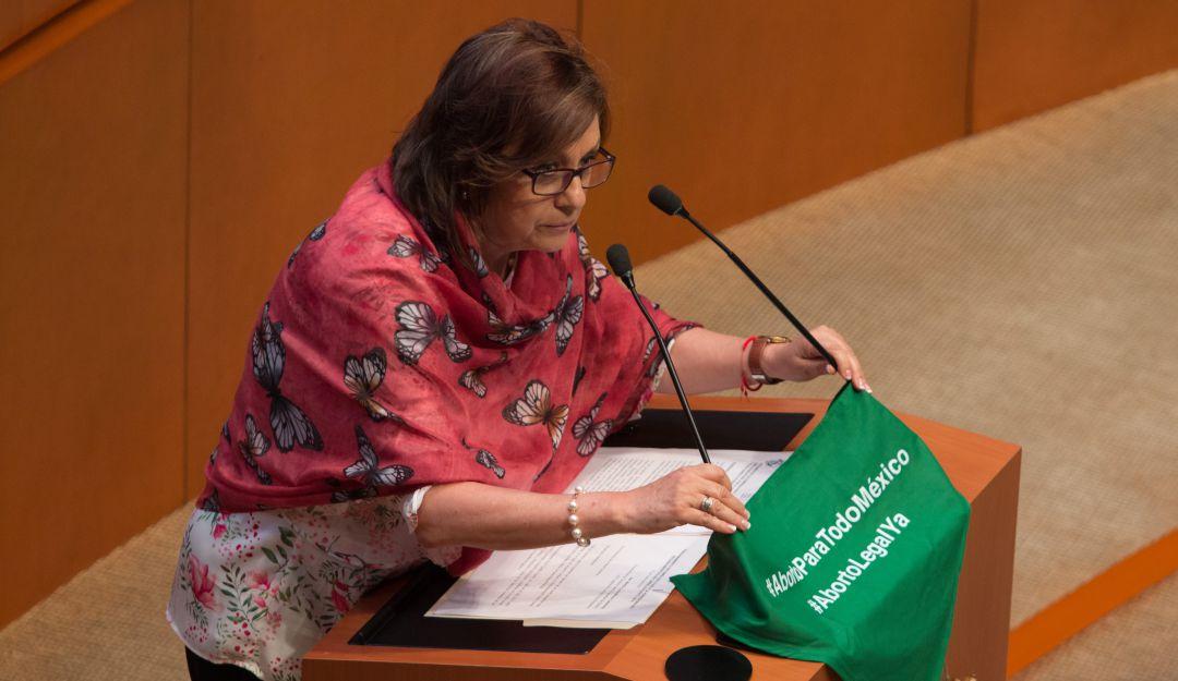 """""""El pañuelo verde"""" que encendió el debate del aborto en el Senado"""