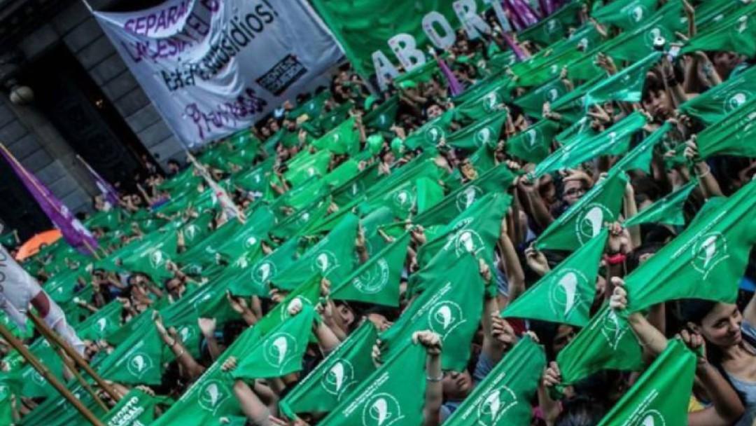 Debate sobre aborto podría decidirse en consulta: López Obrador