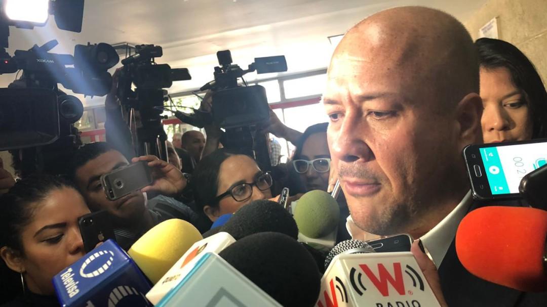 Alfaro se niega a pasar control de los servicios de salud a la federación