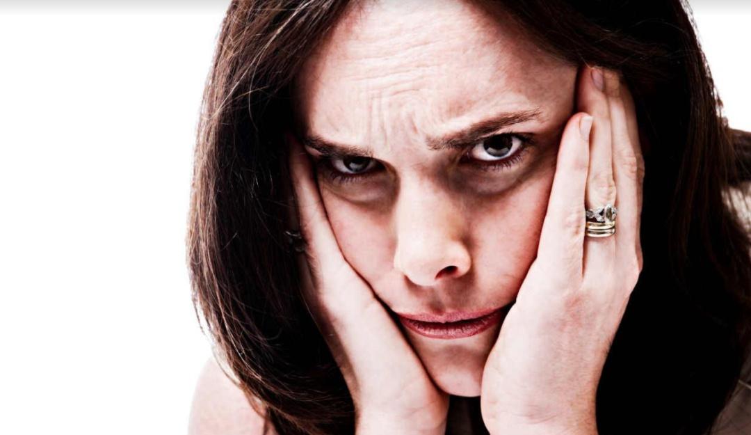 ¿Duermes poco? Esto puede matar tu atractivo social y llevarte a la soledad