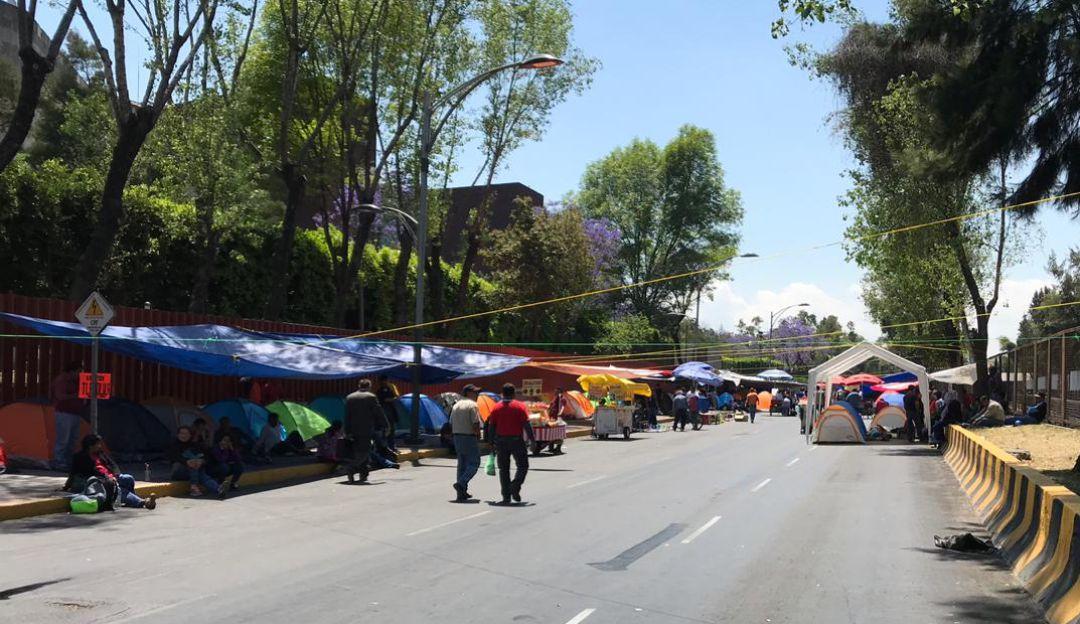 CNTE mantiene bloqueo y plantón a las afueras de la Cámara de Diputados