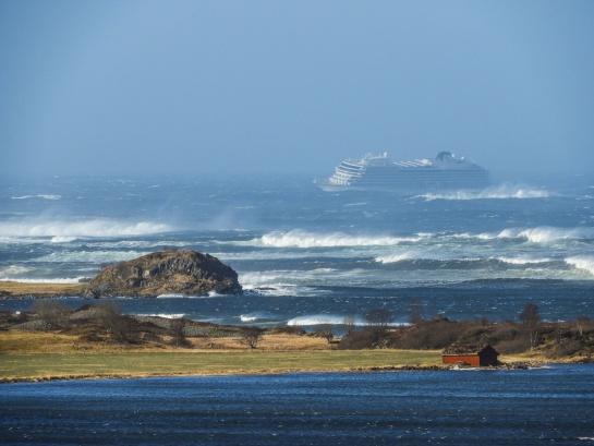 Pánico en altamar: crucero se inclina y agita desatando emergencia