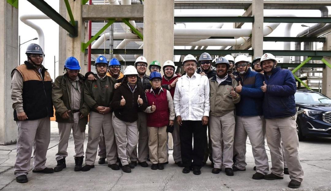 AMLO se compromete a invertir 3,500 mdp en refinería de Ciudad Madero