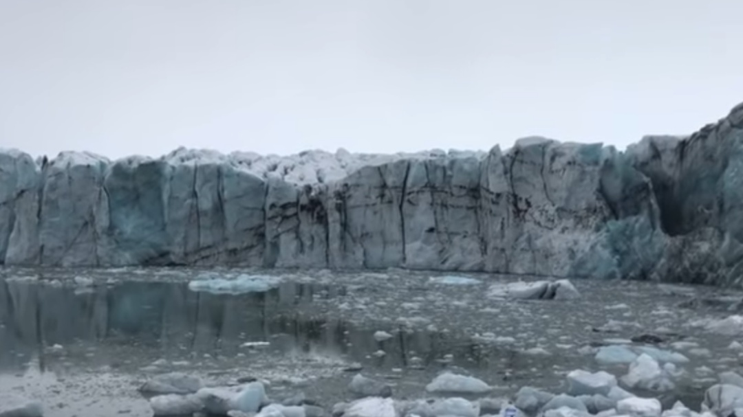 [VIDEO] Tremendo susto se llevaron turistas por derrumbe de un glaciar
