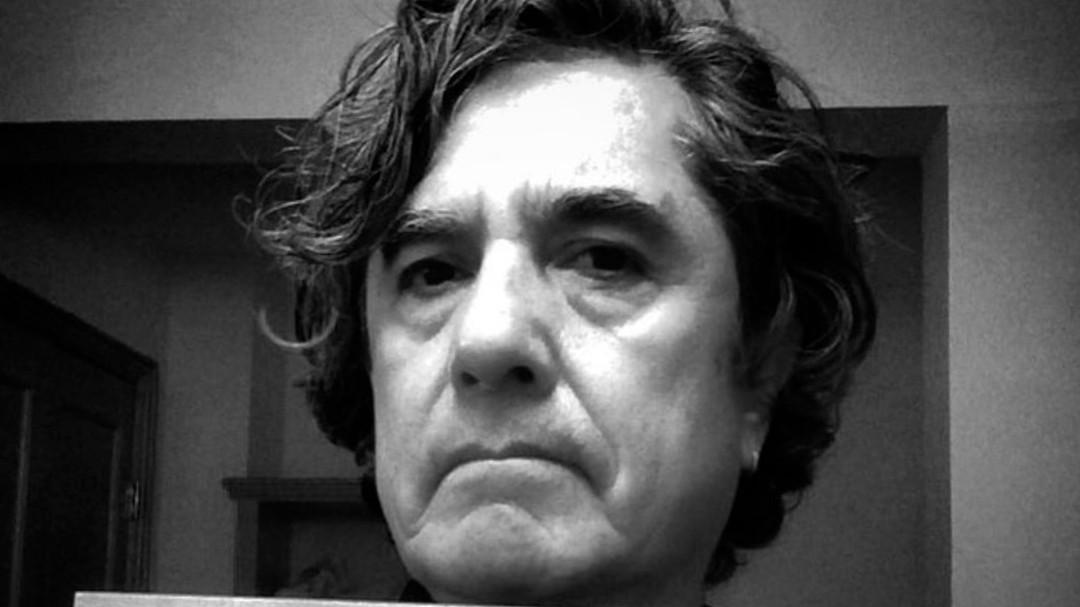 El músico y escritor Armando Vega Gil falleció los 64 años de edad.