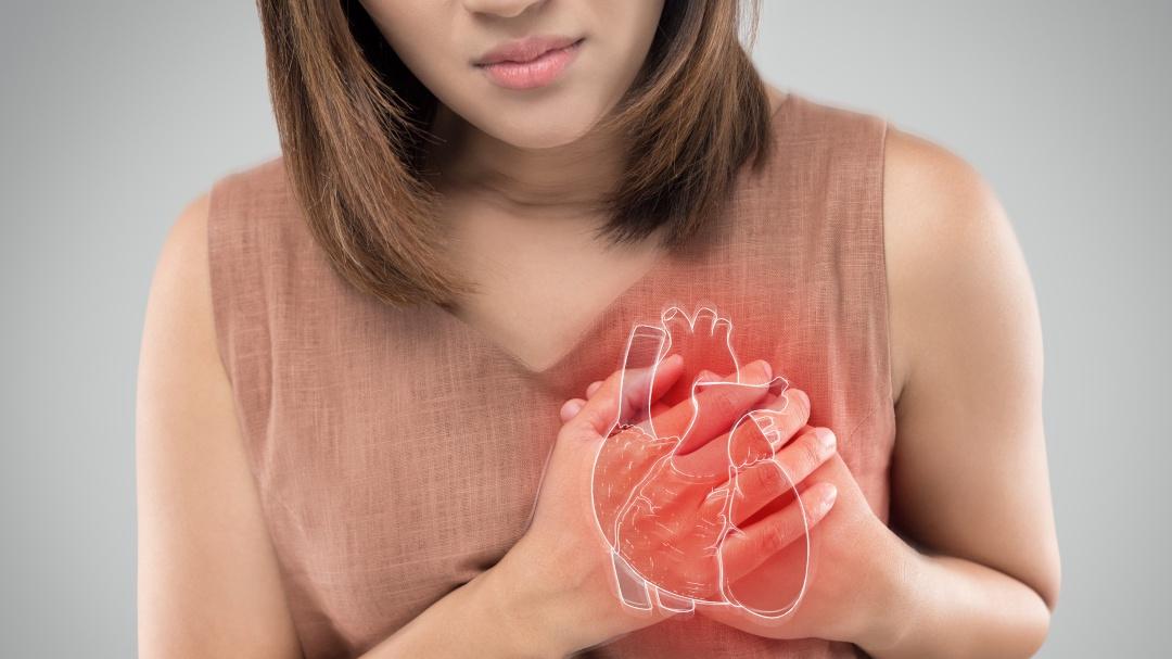 Estos son los síntomas de un paro cardíaco que sólo presentan las mujeres