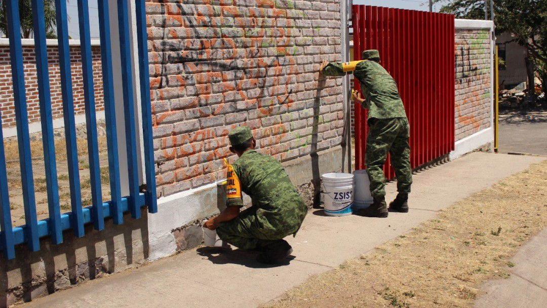 Militares realizan remodelaciones a un kínder de Tlajomulco