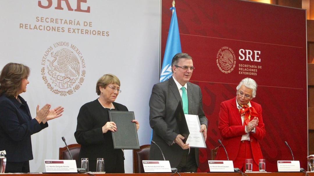 Bachelet y Ebrard firman acuerdo para Ayotzinapa