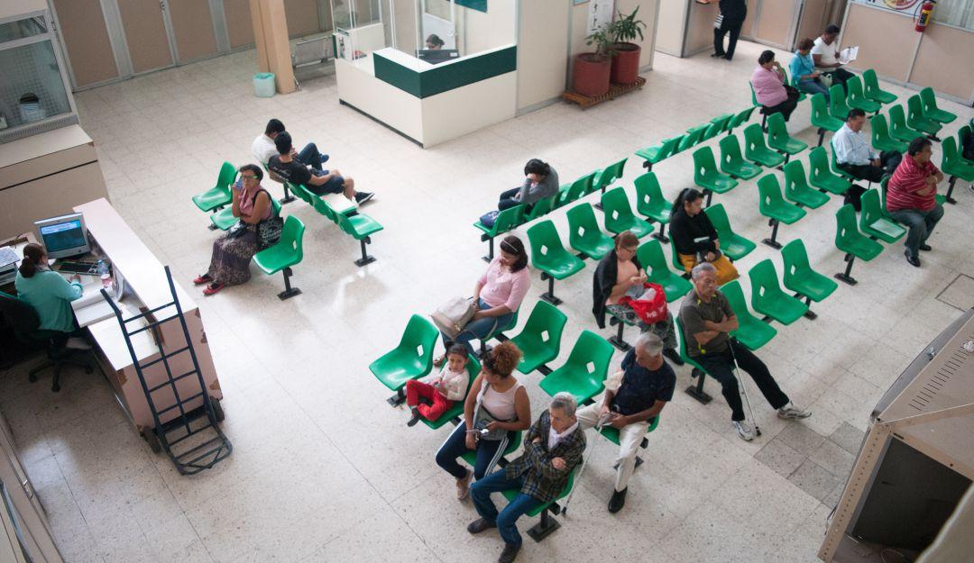 AMLO veta a tres empresas que monopolizaban venta de medicamentos