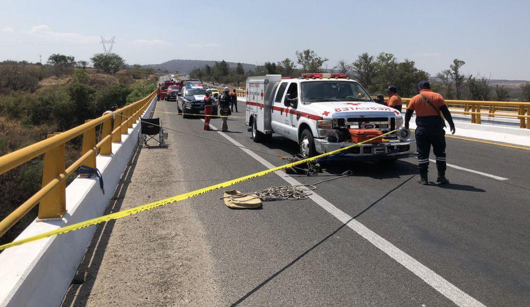 Rescatan el cadáver de un hombre en un barranco de Zapotlanejo