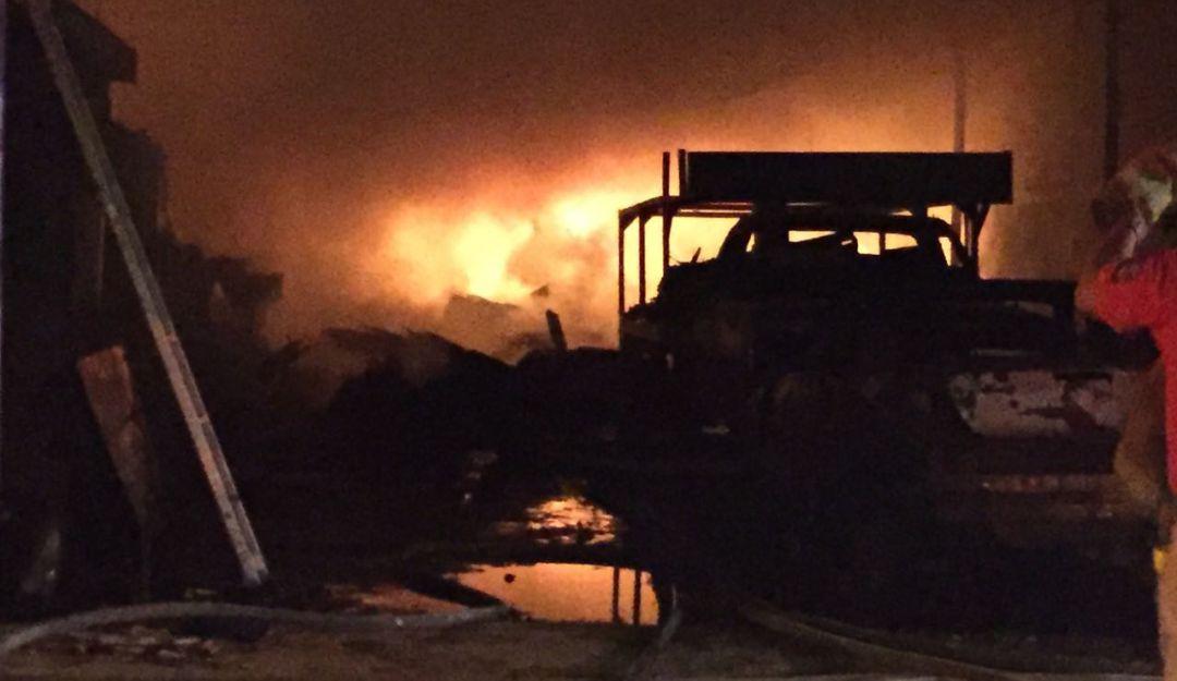 Incendio deja pérdidas millonarias en maderería
