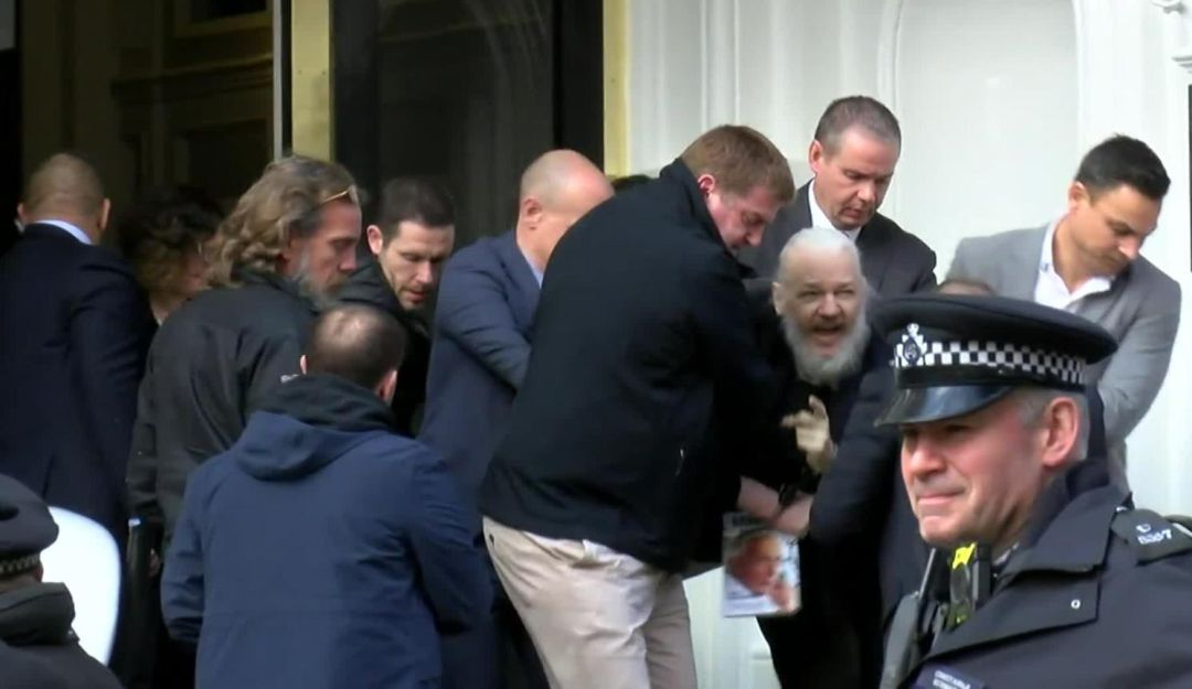 Detienen en Londres al fundador de WikiLeaks